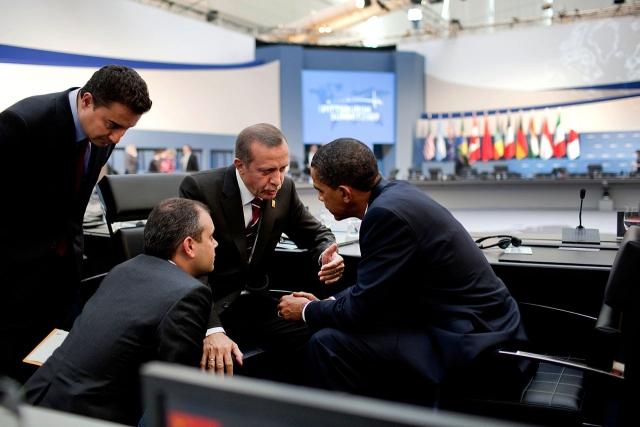 Президент США Барак Обама и премьер-министр Реджеп Тайип Эрдоган после дневной сессии саммита G-20 в Питтсбурге. 2009