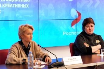 Саша Даль и Елена Сафина в пресс-центре REGNUM