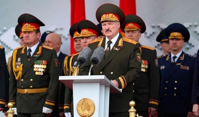 Александр Лукашенко на параде 9 мая 2020 года