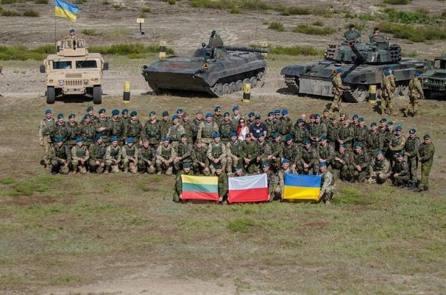 Бойцы литовско-польско-украинской бригады на совместных учениях. Польша. 2016