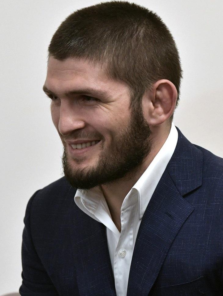 Российский боец Нурмагомедов посвятил победу своему отцу и тренеру