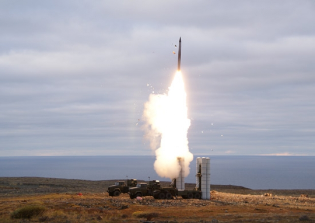 Пуск ракеты ЗРК С-400