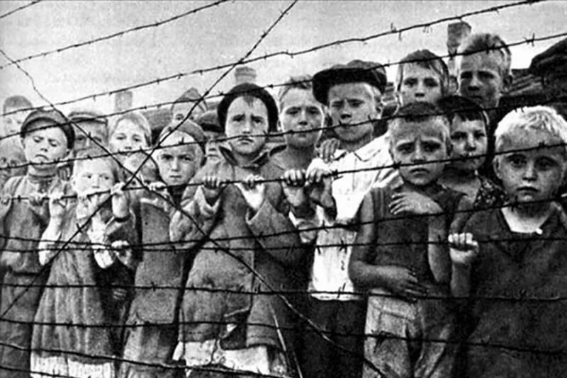Дети в немецком концентрационном лагере. 1943