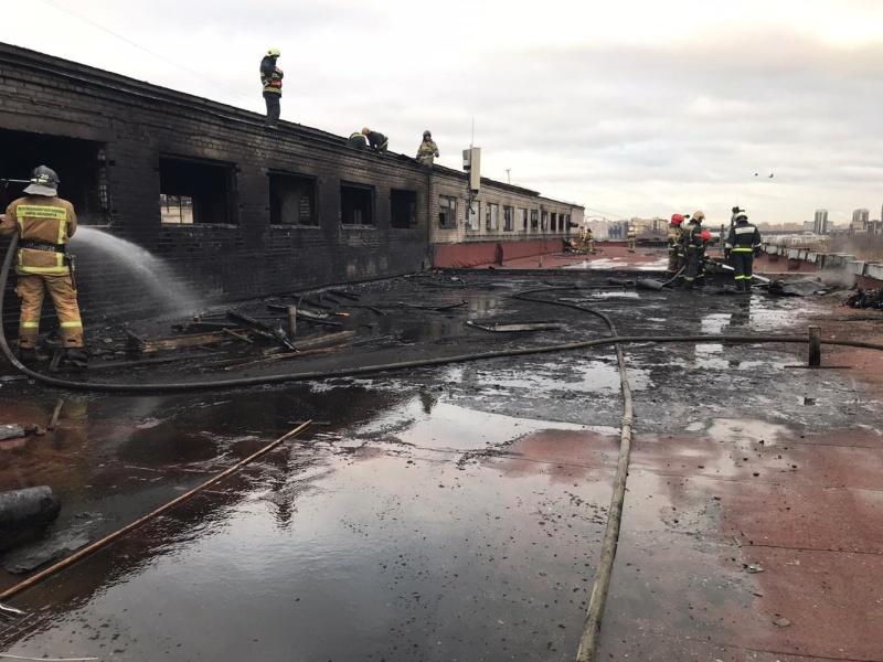 В Петербурге ликвидировали повторный пожар на заводе ЛЭМЗ