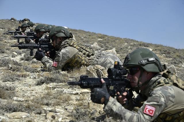 Турецкие солдаты во время учений в Нахичевани