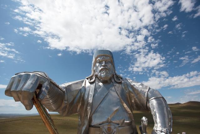 Статуя Чингисхана, установленная в 54 км к востоку от Улан-Батора