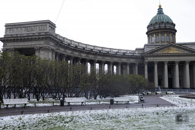 Исаакиевский собор в снегу