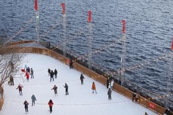 Вид на Финский залив на территории ледового катка в «Севкабеле»