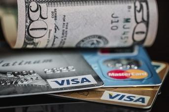 Доллары и банковские карты