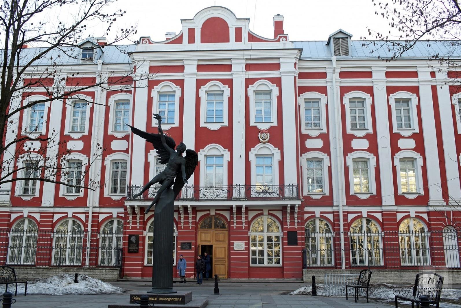 Все вузы Москвы и Петербурга переведены на дистанционку