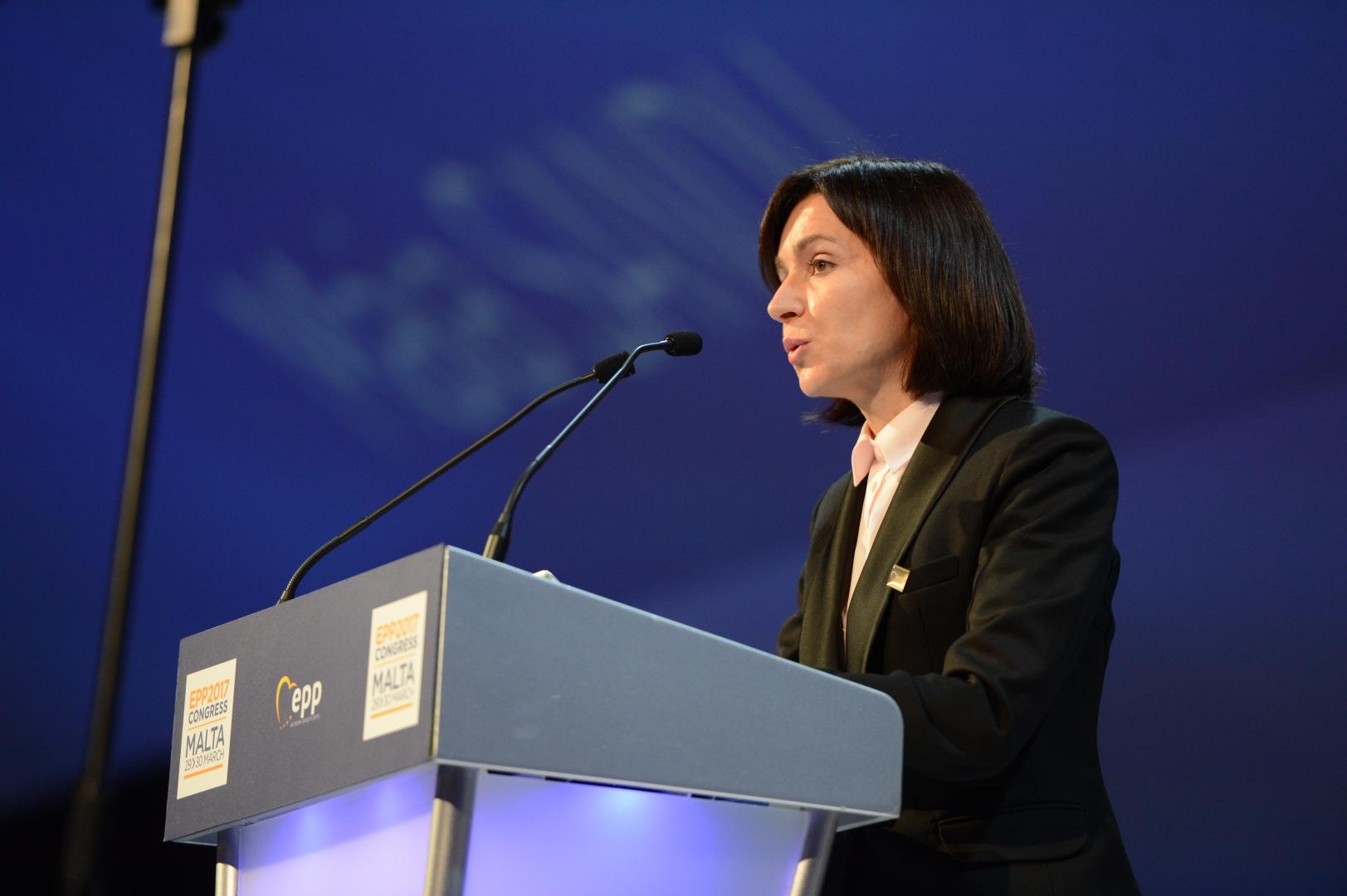 Санду начала разговор с Москвой с жеста в адрес Вашингтона и Брюсселя