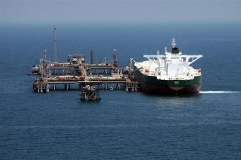 Танкер у нефтяного терминала