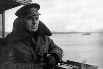 Арсений Головко — командующий в 1940-1946 гг. Северный флотом, части которого начали боевые действия против люфтваффе 17 июня 1941 года
