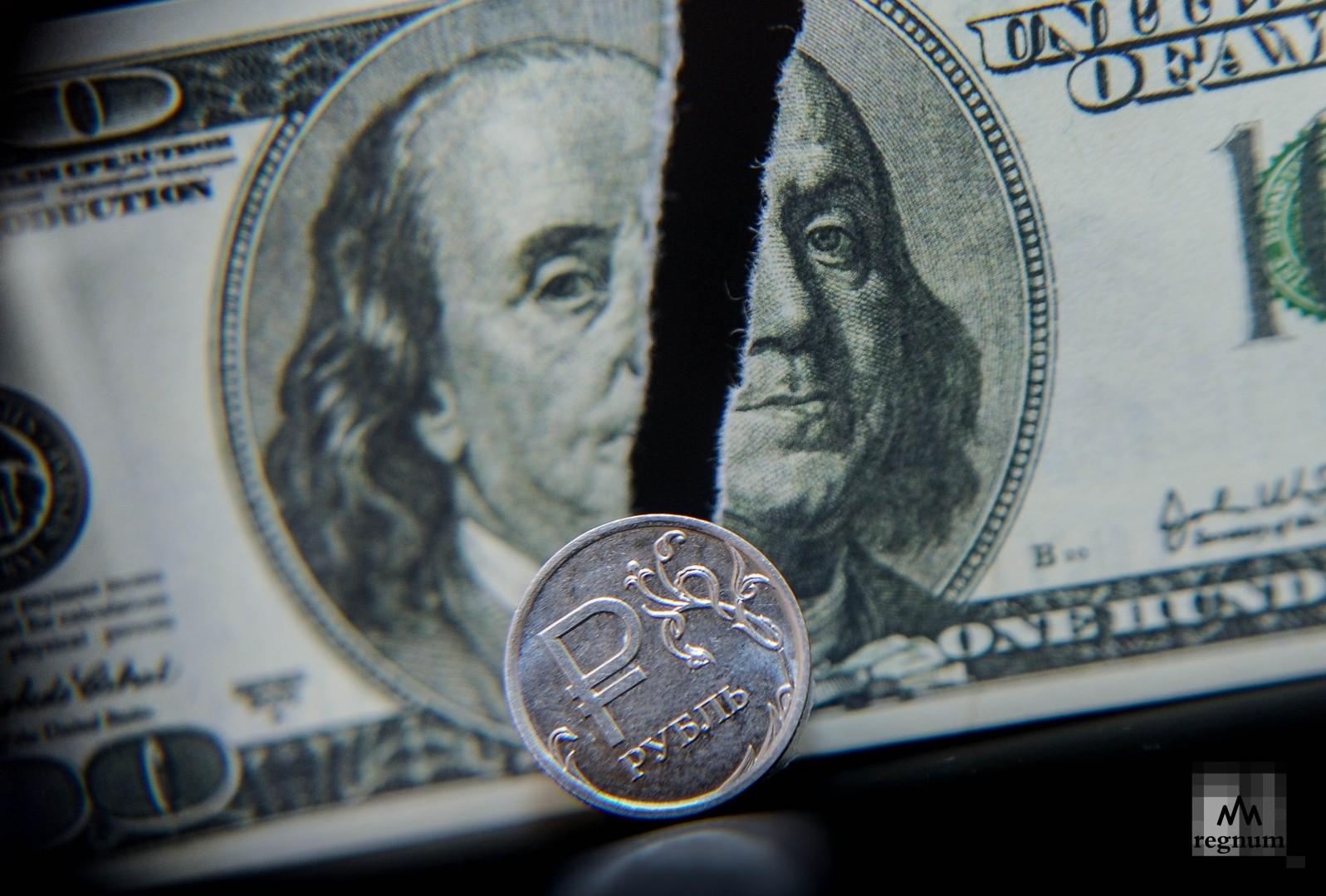 Курс доллара снизился до 73,50 рубля