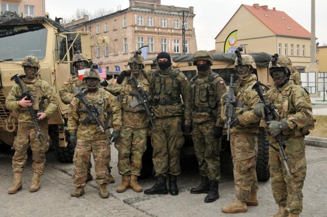 Американские и польские солдаты. Польша