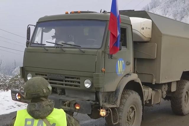Российские миротворцы продолжают оборудование блокпостов в Лачинском коридоре