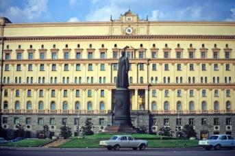 Памятник Дзержинскому на Лубянской площади перед демонтажом 22 августа 1991 года