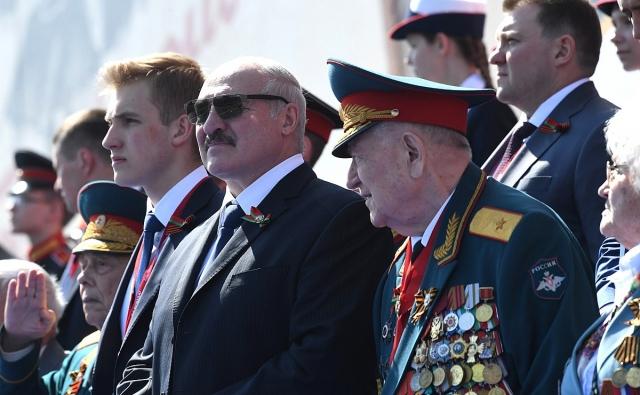 Президент Белоруссии Александр Лукашенко с сыном Николаем на параде Победы в Москве