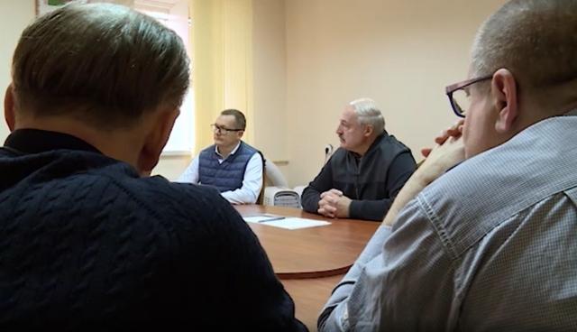 Президент Белоруссии Александр Лукашенко на встрече с белорусскими политзаключёнными