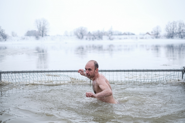 Купание в купели в реке Кубань Краснодара