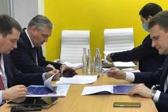 Рабочая встреча Алексея Чекункова и Александра Цыбульского в кулуарах Гайдаровского форума