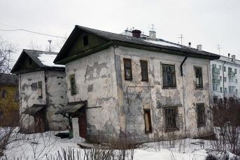 Несмотря на расселение по госпрограмме аварийных домов в Архангельске, меньше их не становится © Г. Гудим-Левкович