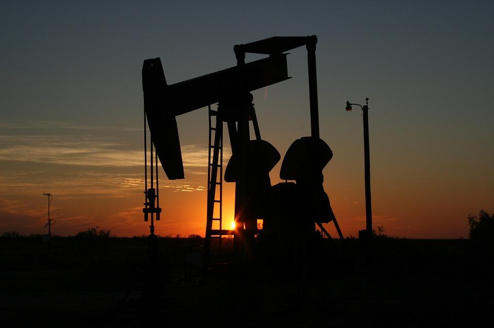 Мировые цены на нефть начали плавно расти