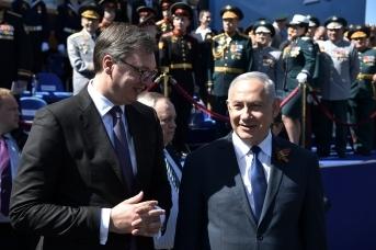 Бинямин Нетаньяху и Александр Вучич (слева) по окончании военного парада в ознаменование 73-й годовщины Победы в Великой Отечественной войне 1941-1945 годов. 9 мая 2018 года, Москва