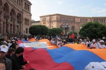Празднование дня независимости Армении. Ереван. Soghomon Matevosyan