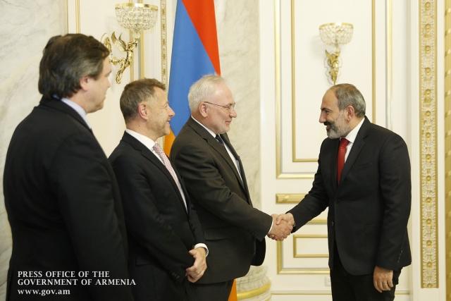 Сопредседатели Минской группы ОБСЕ и премьер-министр Армении