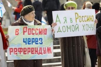 Севастополь, площадь Нахимова. Митинг в поддержку референдума