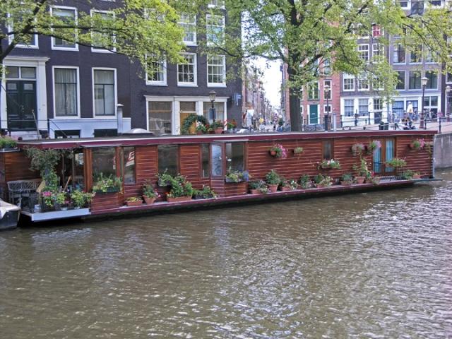Плавучий дом на каналах Амстердама