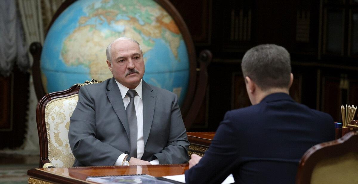 Лукашенко хочет карать беглых предателей за рубежом. Речь идёт о России