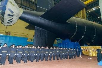 Вывод из эллинга АПЛ «Новосибирск», строящейся на «Севмаше» по модернизированному проекту «Ясень-М» © АО «ПО Севмаш»