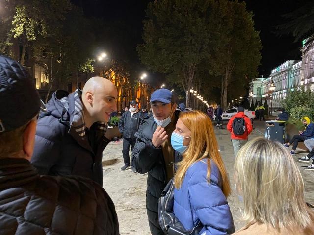 Ника Мелия среди протестующих на Руставели