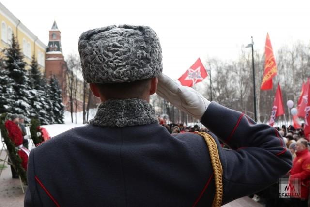 Возложение цветов к Могиле Неизвестного Солдата на митинге 23 февраля