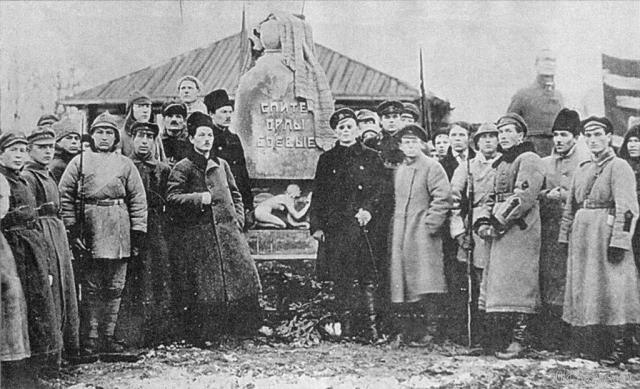 В Коми на могиле красноармейцев в ноябре 1922 года поставили бетонный памятник, сооруженный на народные пожертвования