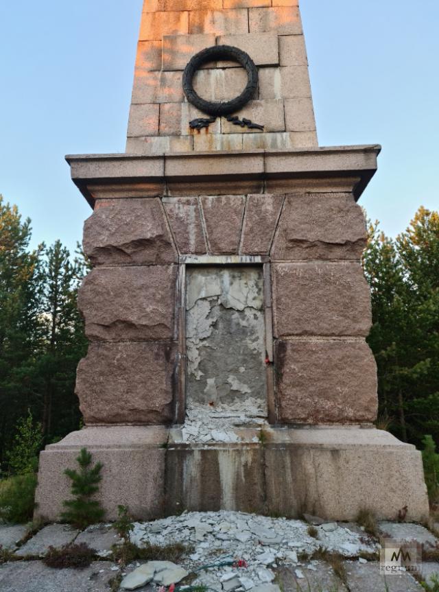 25-метровый памятник жертвам интервенции на Мудьюге. Очевидцы утверждают, что на сильном ветру он уже качается