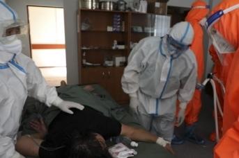 Российские военные медики оказывают помощь в борьбе с коронавирусом в госпиталях Киргизии