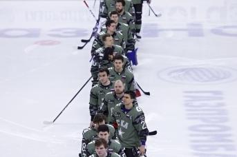 Игроки СКА перед началом матча чемпионата КХЛ между командами СКА (Санкт-Петербург) и «Витязь» (Московская область)
