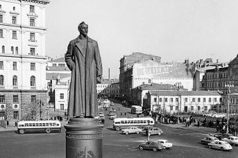 Памятник Ф.Э. Дзержинскому на Лубянской площади