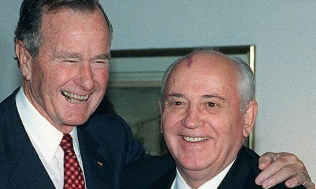 Президент США Джордж Буш и Генеральный секретарь ЦК КПСС СССР Михаил Горбачев