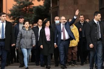 Никол Пашинян на митинге на площади Республики