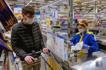 Работа продуктового супермаркета в период пандемии