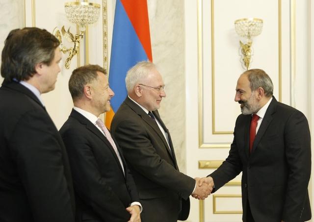 Никол Пашинян и посредники по урегулированию нагорно-карабахского конфликта