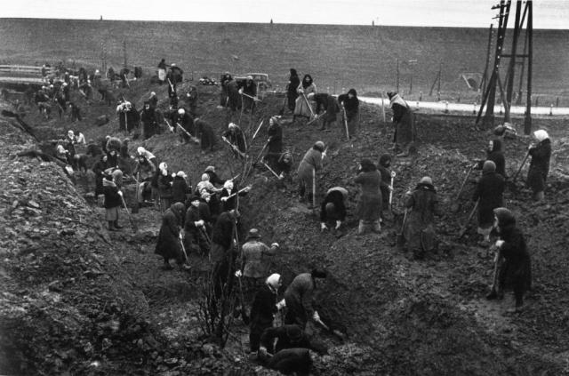 На строительстве Сурского оборонительного рубежа. 1941