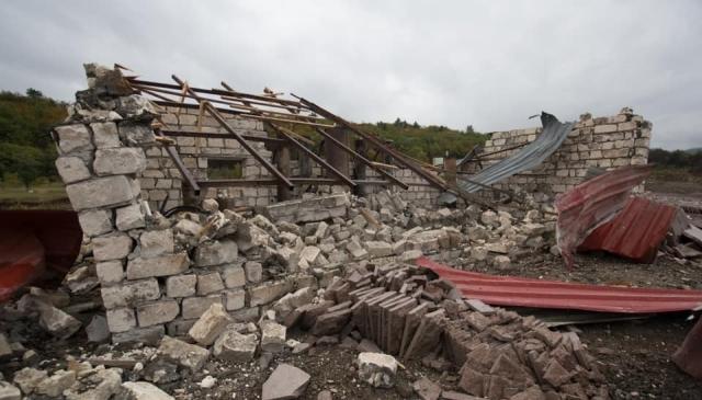Разрушения после обстрела. Нагoрный Карабах