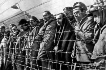 Узники немецкого концентрационного лагеря