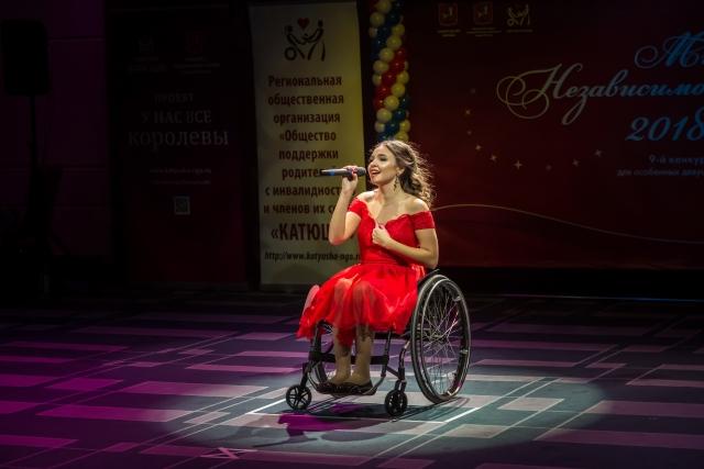 Участница конкурса красоты для девушек с ограниченными возможностями «Мисс Независимость»