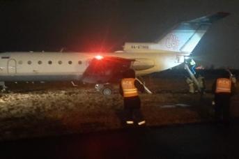 Самолет Як-40 выкатился за пределы ВПП в «Пулково»